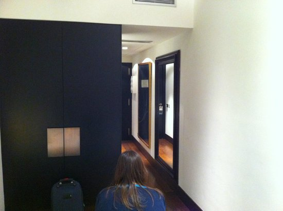 Hotel Pulitzer: view of roomentrance