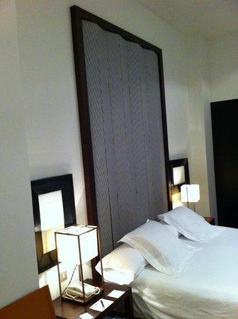 Hotel Pulitzer: bed headboard