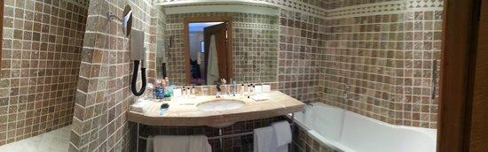 Hotel de Bourgtheroulde, Autograph Collection : Salle de bain prestige