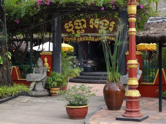 Bopha Siem Reap Boutique Hotel: Eingang zum Restaurant