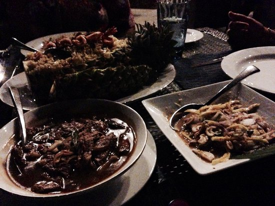 Royal Thai : Outdoor eating with a breeze