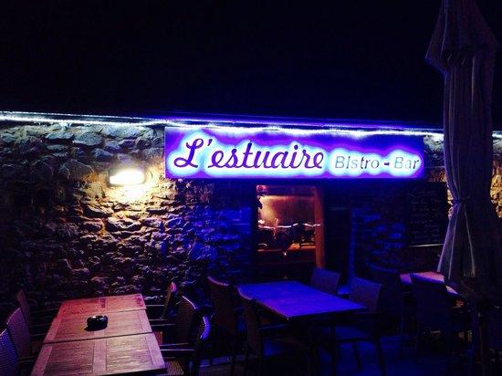 L'Estuaire Bistro Bar: Outside