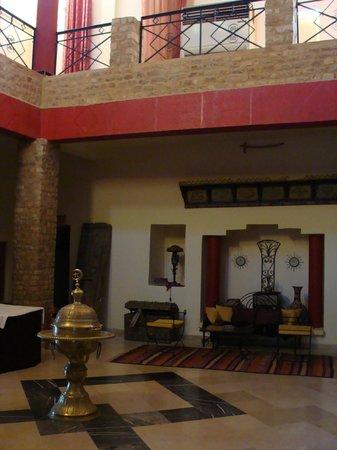 Hotel Dakyanus : Hall d'accueil