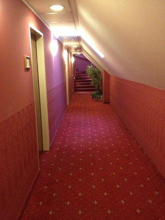 Mercure Josefshof Wien am Rathaus : Corridors were perfect for Christmas season.