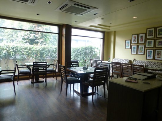 juSTa Greater Kailash, New Delhi : Dining room for meals
