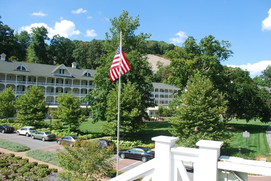 Omni Bedford Springs Resort: View of hotel