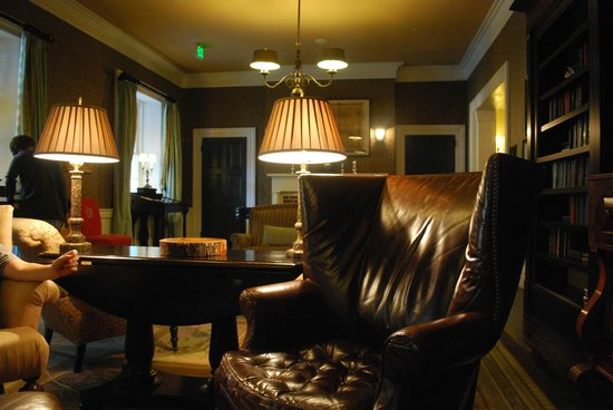 Omni Bedford Springs Resort : Beautifully decorated interior
