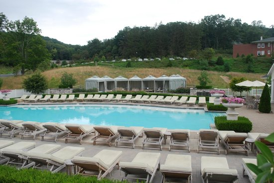 Omni Bedford Springs Resort: Outdoor pool is beautiful, and the views from it are equally good