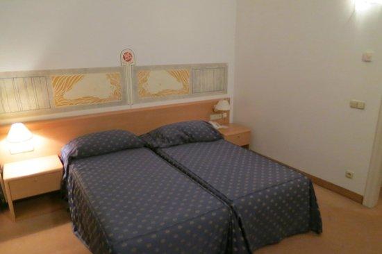 Tivoli Hotel Prague: Corner of bedroom
