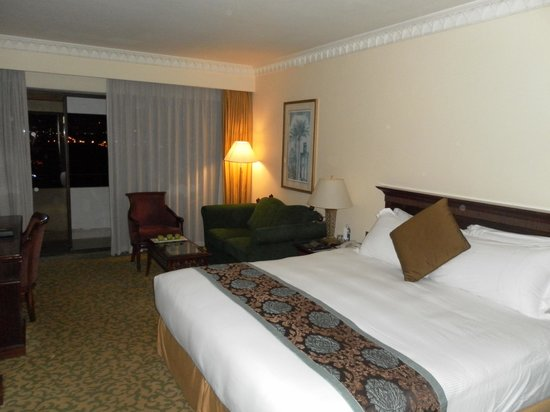 InterContinental Hotel Muscat : Big bed and spacious room