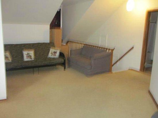 Clarkson Village Motel: Apartment living room
