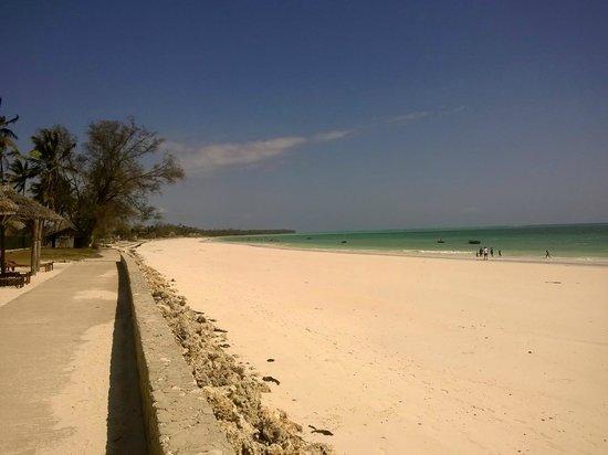 Uroa Bay Beach Resort: La spiaggia.