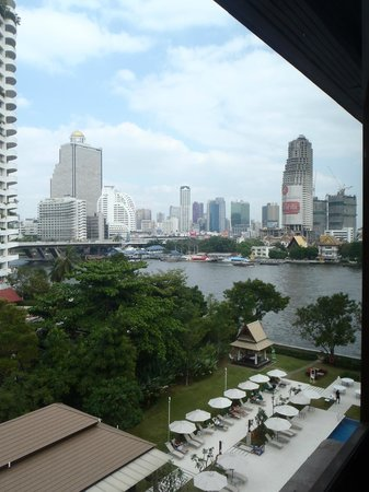 ibis Bangkok Riverside: Zimmeraussicht auf Chao Phraya und Bangkok