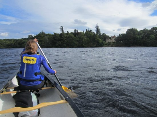 Kushi Adventures: Canoeing past a chateau