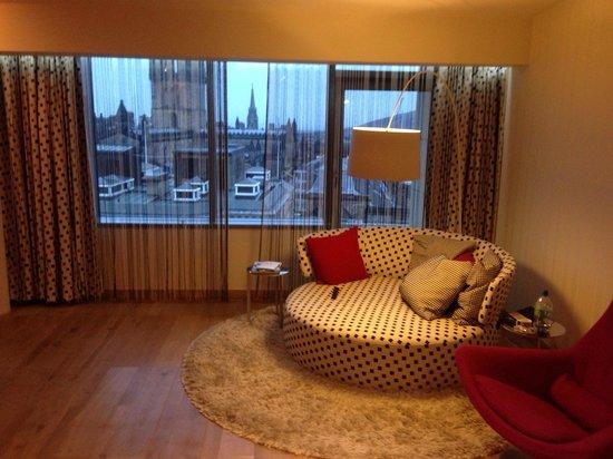 G&V Royal Mile Hotel Edinburgh: Living area