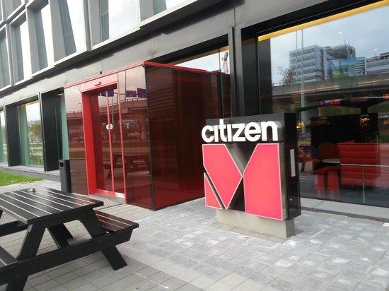 citizenM Schiphol Airport: hotel entrance