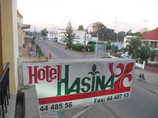 Hotel Hasina: Вывеска с названием отеля