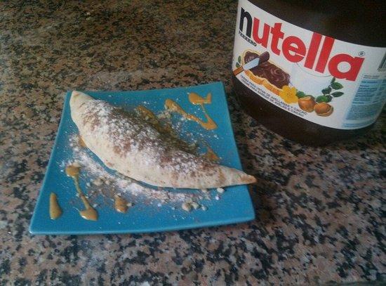 La Taverna dell'Artista: Calzone de nutella, mascarpone y platano!!! Con almendras y crema de turron...mmmmmmm....