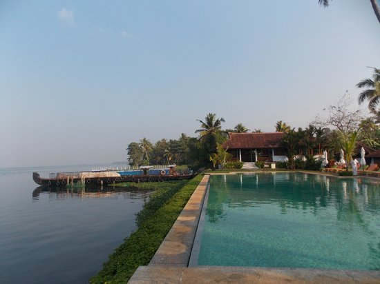 Kumarakom Lake Resort: The pool is an extension of  the lake!!