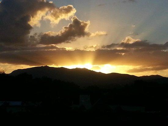 Moonlight Bay Hostel: Prachtige zonsondergangen te zien op het dak