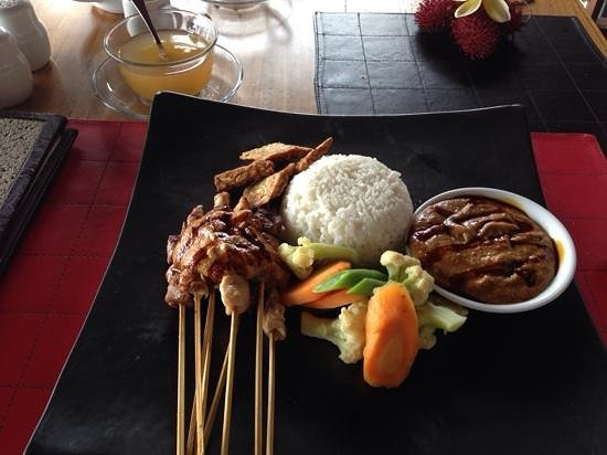 de Quake : satay chicken and beef with rice