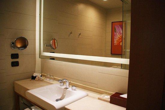 Eastin Grand Hotel Sathorn : Bathroom