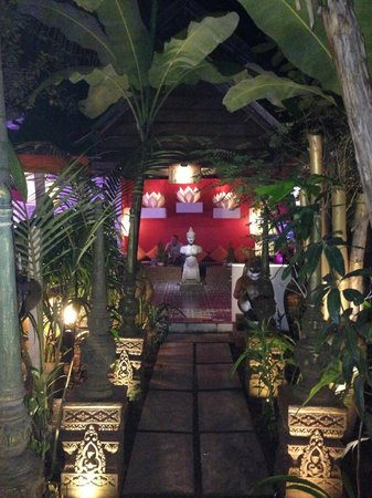 Golden Temple Villa: great climate in the dinning room