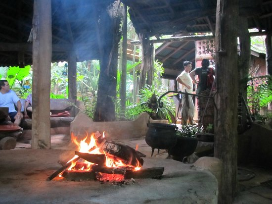 Yacutinga Lodge: Fire lit for the cultural evening
