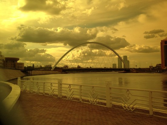 Kazakhstan: Astana bridge