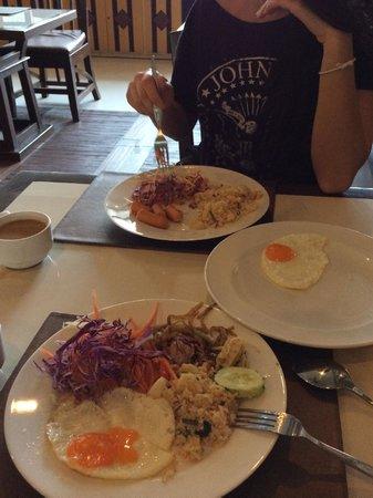 Pattaya Loft Hotel: Dining