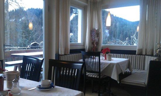 Villa Gottfried: Der Frühstücksraum mit toller Aussicht