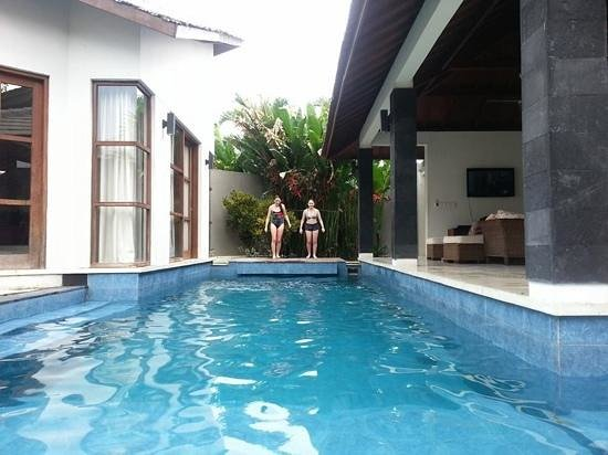 Baik Baik Villas: long pool