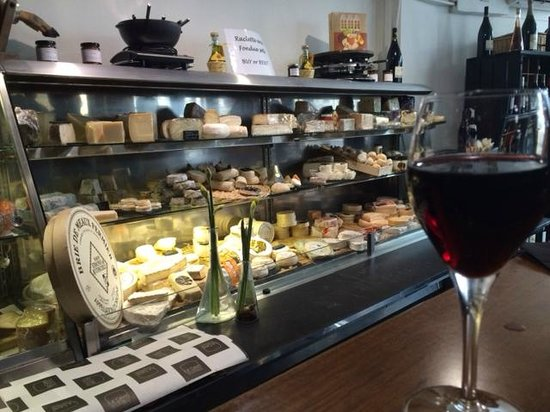 La Cave A Fromage: Counter