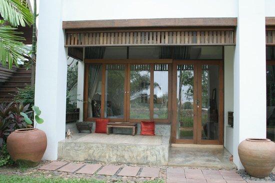 Baan Tye Wang Hotel : chambre donnant sur le jardin