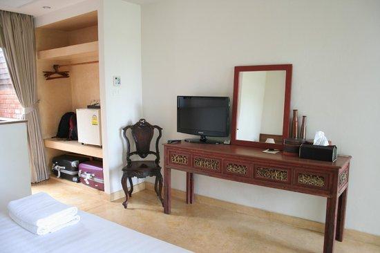 Baan Tye Wang Hotel : placard + bureau