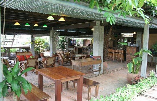 Baan Tye Wang Hotel : salle à manger (en extérieur)