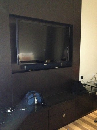 EB Hotel Miami Airport: Zona de TV y Home Theater