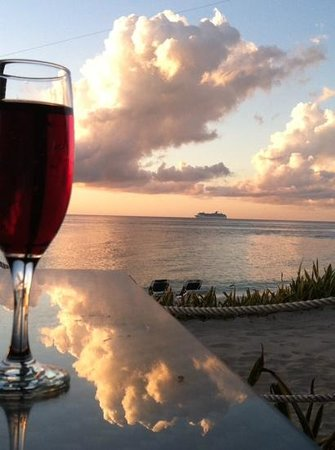 Occidental Cozumel: happy hour on the beach