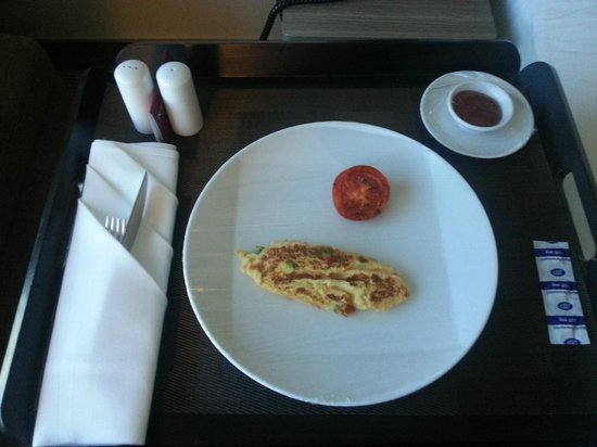Novotel Bangkok Platinum Pratunam: The breakfast even looks incomplete!
