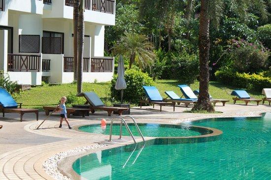 Chang Buri Resort and Spa: бассейн