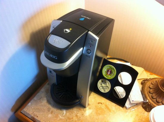 Hotel Gouverneur Place Dupuis Montreal: Keurig machine a nice touch!