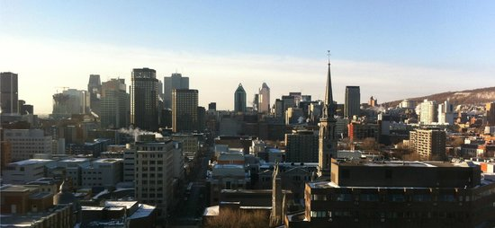 Hotel Gouverneur Place Dupuis Montreal: View from room of downtown core.