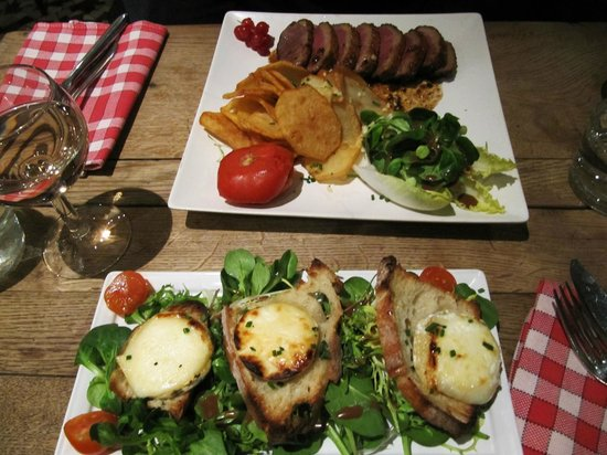 Le Petit Sale : Meat with salad and fries, bread with VERY GOOD goat cheese and salad and rosé wine!