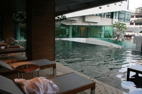 LiT BANGKOK Hotel: piscine