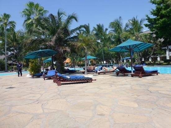 Southern Palms Beach Resort : pool terrace
