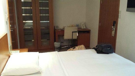 JJ Hotel: room pic