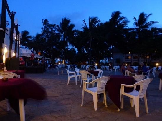 Southern Palms Beach Resort: set up for the evening entertainment