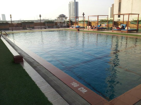 Evergreen Place Bangkok: Swimming pool (cold one) on 8th floor