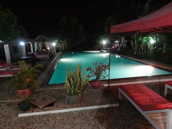 Malibu Estates Bungalows Resort : Piscine