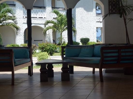 Southern Palms Beach Resort: comfy cool sitting area
